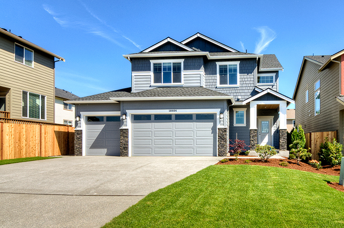 Paint scheme, and stone accents create great curb appeal!
